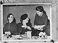 Bezoek van prinses Juliana aan het recent opgerichte Vrouwen Hulp Korps. Hier sp, Bestanddeelnr 935-2612.jpg