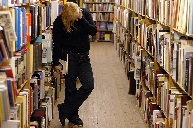 File:Bibliotecaestantes.jpg Description English: Woman browses books in an unknown library.