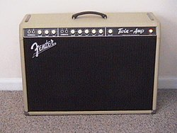 250px Blonde_twin amp fender twin wikipedia Fender Deluxe Reverb at crackthecode.co