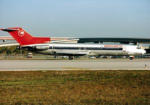 1990 Wayne County Airport runway collision - Image: Boeing 727 251 Adv, Northwest Airlines AN0213040