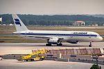 Boeing 757-208, Icelandair JP6189278.jpg
