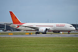 Az Air India Boeing 787–8-as gépe a London-Heathrow-i repülőtéren