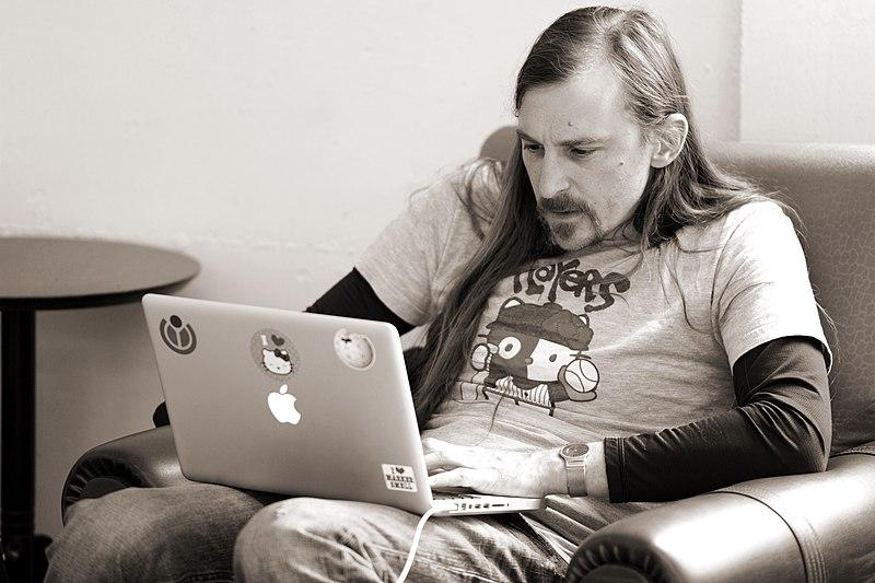 File:Brandon - Wikimedia 2011 hackathon in Berlin 046.jpg