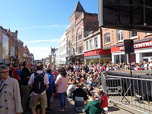 Cycling in Leeds - Spectators on Briggate on the day of the Grand Depart.