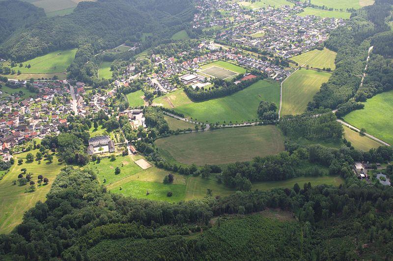 File:Brilon-Alme Sauerland Ost 670 pk.jpg