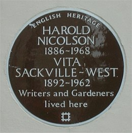 Brown plaque Vita Sackville-West and Harold Nicolson.jpg