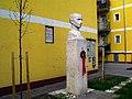 Budapest X. kerület, Gyárdűlő, Bihari utca 8C, Pataky István elvtárs szobra (Rózsa Péter, 1964) - panoramio.jpg