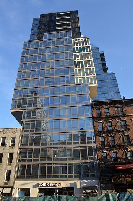 A building is cantilevered over two other buildings in New York City Building cantilever New York.JPG