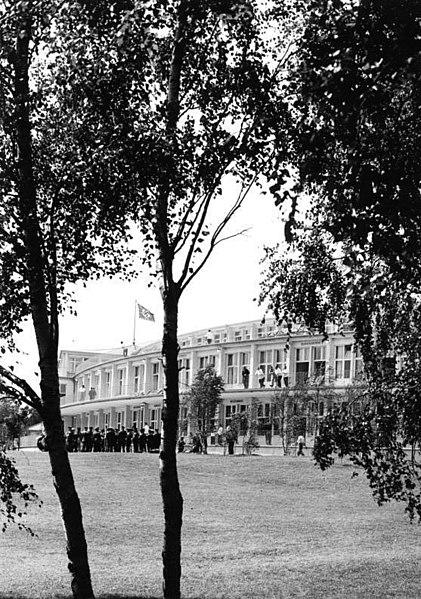 File:Bundesarchiv B 145 Bild-P017176, Sommerolympiade, Olympisches Dorf.jpg