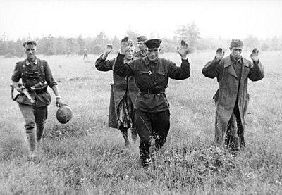 Bundesarchiv Bild 101I-010-0919-39, Russland, Nord, Gefangene Russen.jpg