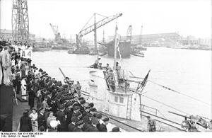 German submarine U-67 (1940) - Image: Bundesarchiv Bild 101II MW 4429 09, Lorient, U 67 in Hafen einlaufend