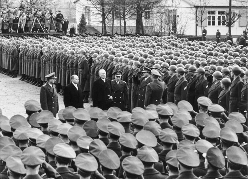 Bundesarchiv Bild 146-1998-006-34, Andernach, Adenauer besucht Bundeswehr