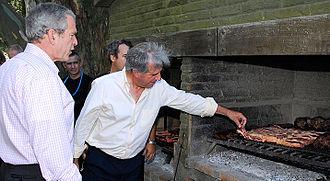 Tabaré Vázquez - Tabaré Vázquez receives U.S. President George W. Bush with asado a la parrilla