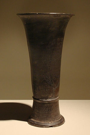 Gu (vessel) - A pottery gu discovered in 1960 at the Erlitou sites