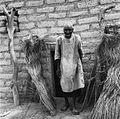 COLLECTIE TROPENMUSEUM Portret van een oude Mossi man in de deuropening van zijn woning TMnr 20010070.jpg