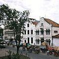COLLECTIE TROPENMUSEUM Straatgezicht met becaks Taman Fatahillah TMnr 20018009.jpg
