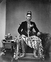 COLLECTIE TROPENMUSEUM Sultan Hamangkoe Boewono VI van Jogjakarta (1855-1877). TMnr 60002136.jpg