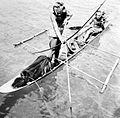 COLLECTIE TROPENMUSEUM Visjacht per kano Mentawei eilanden TMnr 10013449.jpg