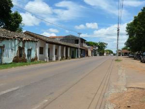 Caapucú - Image: Caapucu casas coloniales y ruta 1