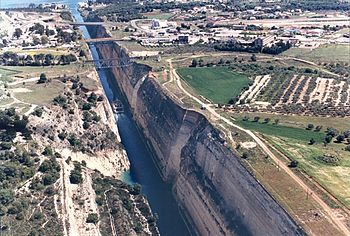 English: The Canal cutting through the Isthmus...