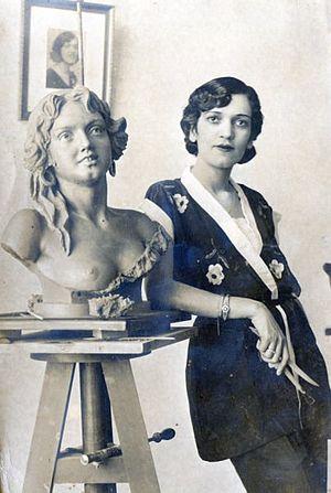Carlota De Camargo Nascimento (Loty) - Carlota de Camargo Nascimento and the bust of gipsy (1947)