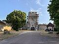 Château fort à Druyes-les-Belles-Fontaines (juillet 2019) - 2019-07-06.jpg