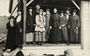 Charles Chilton (zoologist) - Charles Chilton and students at Cass Field Station, 1920