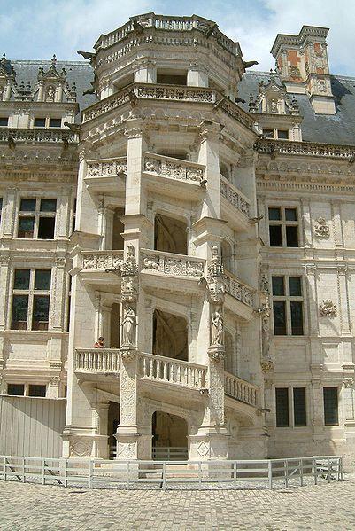 File:Chateau de Blois escalier monumental.jpg