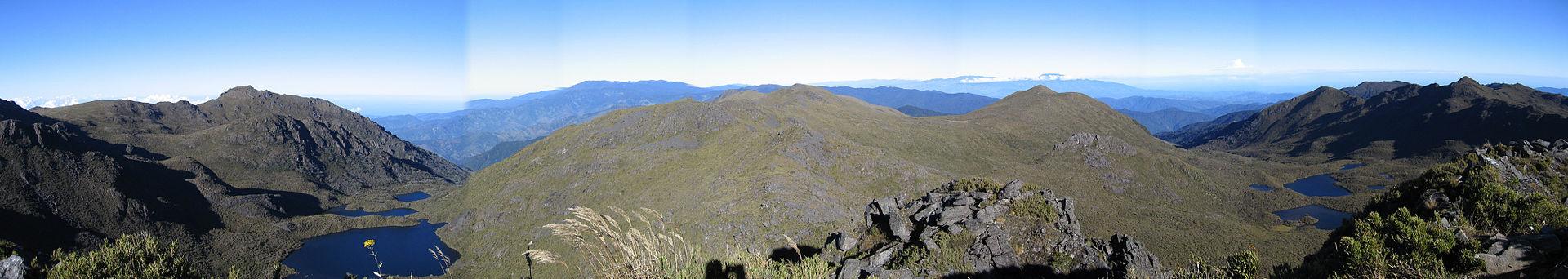 Cordillera de Talamanca con el Cerro Chirripó en el centro.