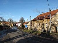 Chotilsko, domy u silnice č. 102.JPG