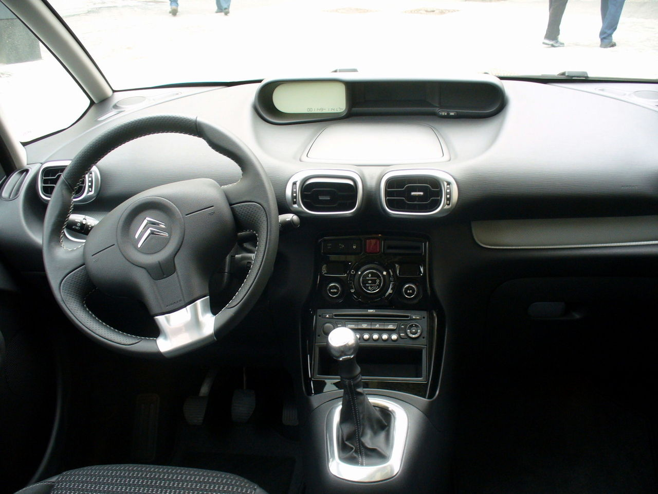File citroen c3 picasso exclusive belle ile blau interieur for Interieur wikipedia