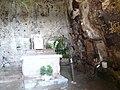 Civita di Bagnoregio-cappella etrusca.jpg