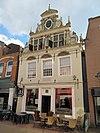 foto van Huis met natuurstenen topgevel in rijke Vlaams-Noordduitse renaissancetrant