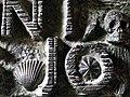 Concha peregrino y cráneo, detalles de la puerta inferior del Templo Expiatorio de la Sagrada Familia , Barcelona..JPG