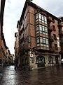 Cruce Calle Correría con Calle Santo Domingo, edificio de escudo.jpg
