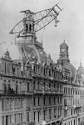 La Prensa (Buenos Aires) - La Prensa headquarters is capped by a bronze monument to liberty in 1898