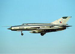 A 2133-as csehszlovák MiG–21R felderítő változat. Jól megfigyelhető a törzs alatt függesztett felderítő konténer