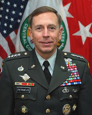 Official photo of General David Howell Petraeu...