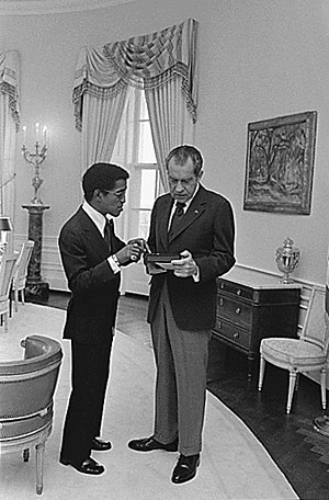 Richard Nixon meeting with Sammy Davis, Jr.
