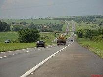 Descida do Córrego Soltinho e acesso a cidade de Cafelândia no Km-422 da Rodovia Marechal Rondon - SP-300 - panoramio.jpg
