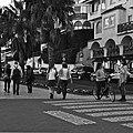 Different street interactions (16879036702).jpg