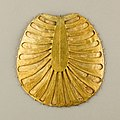 Disk Made of Two Sheets of Gold, One Concave the Other Decorated with Feathers or Palm Fronds MET 26.8.117bb EGDP011966.jpg