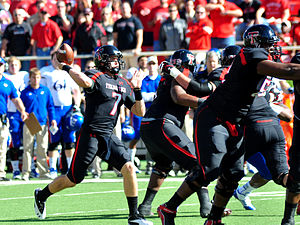 2012 Texas Tech Red Raiders football team - Image: Doege passing vs kansas 2012
