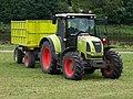 Dolany (ME), traktor na louce u Vltavy.jpg
