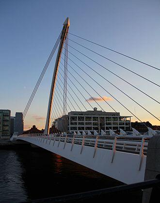 Assut de l'Or Bridge - The curved Samuel Beckett Bridge pylon is also back stayed