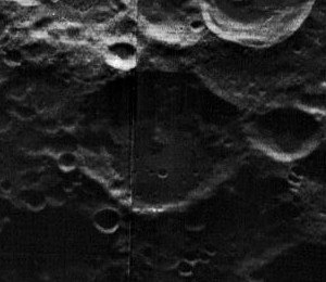 Dyson (crater) - Image: Dyson crater 5006 med