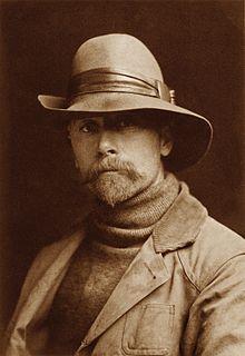 Autoportrait d'Edward S. Curtis vers 1889