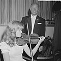 Emmy Verhey (13) violiste, opdracht Telegraaf, Bestanddeelnr 914-2641.jpg