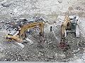 Entfernen von Armierung aus Stahlbeton bei Rückbau, Staubminderung durch Wasserschleier DSCF6974.jpg