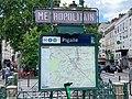 Entrée Station Métro Pigalle Paris 1.jpg